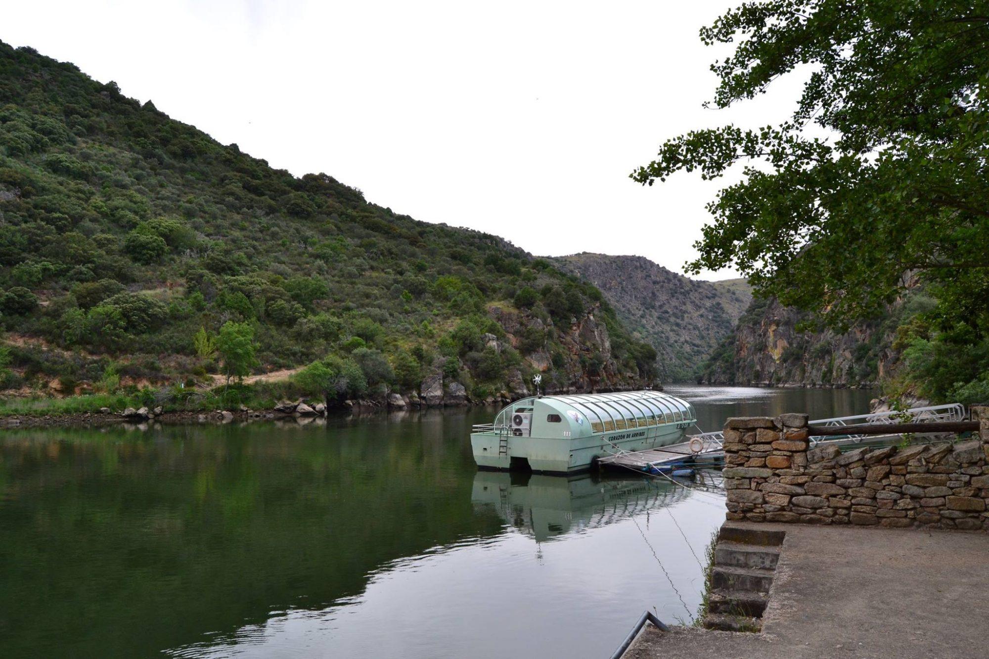Excursión turística para recorrer el río duero en barco