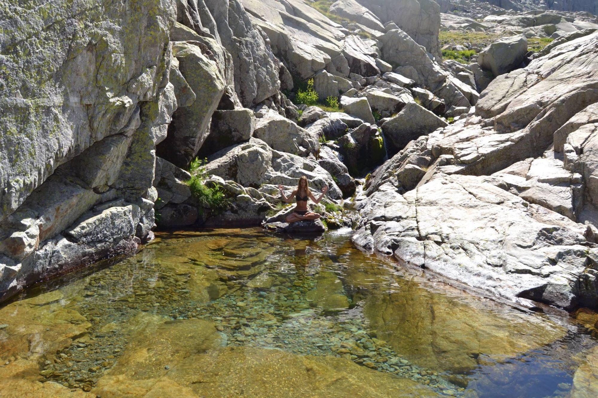 Un baño en una poza de la Sierra de Gredos (Ávila)