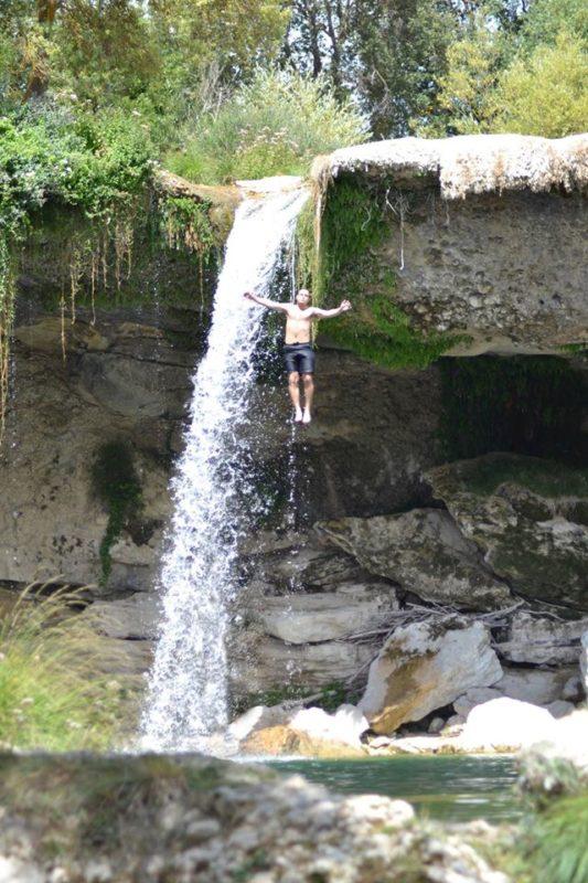 Piscinas y cascadas naturales en los Montes Obarenes