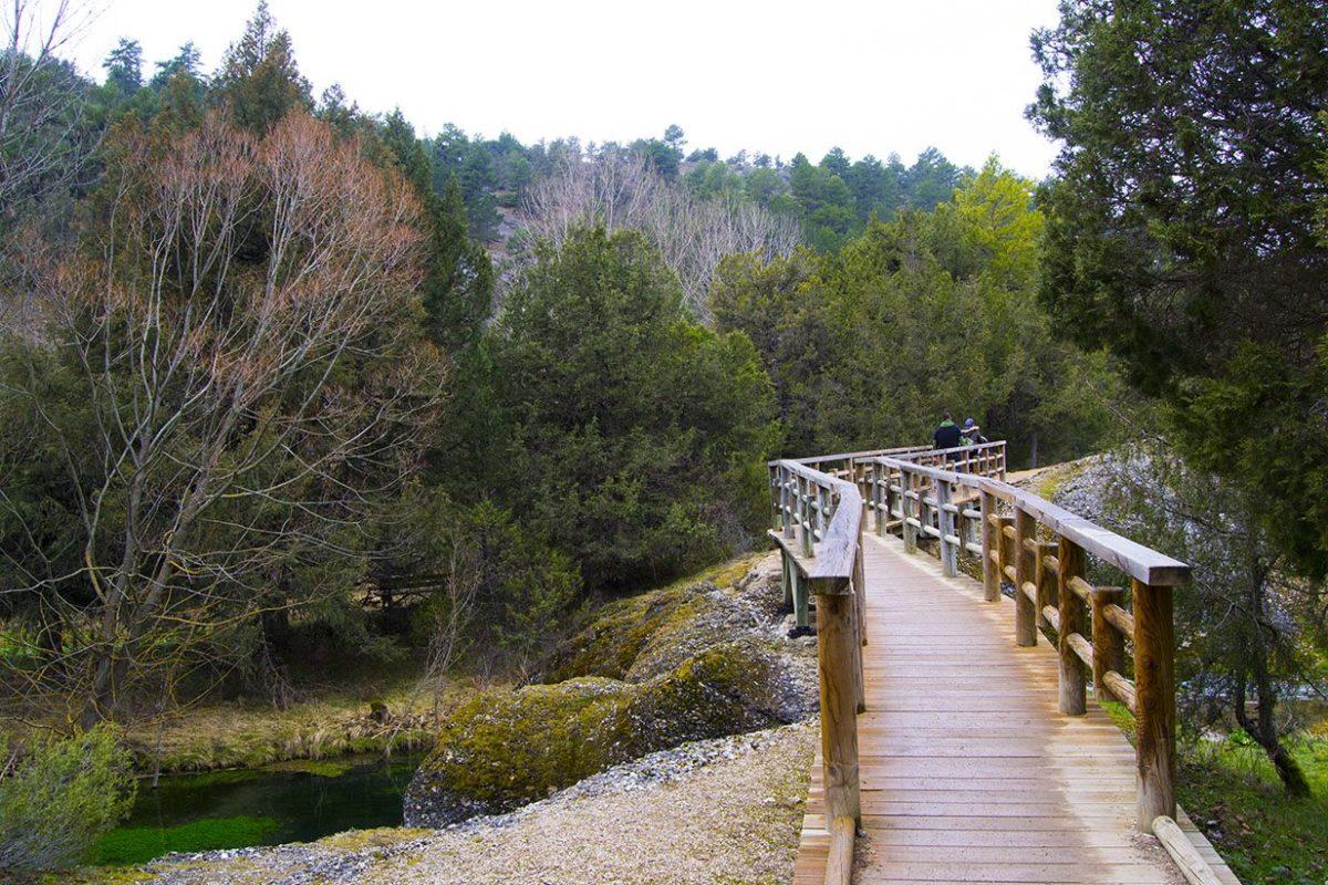 Puente de madera hacia la Fontana de Muriel