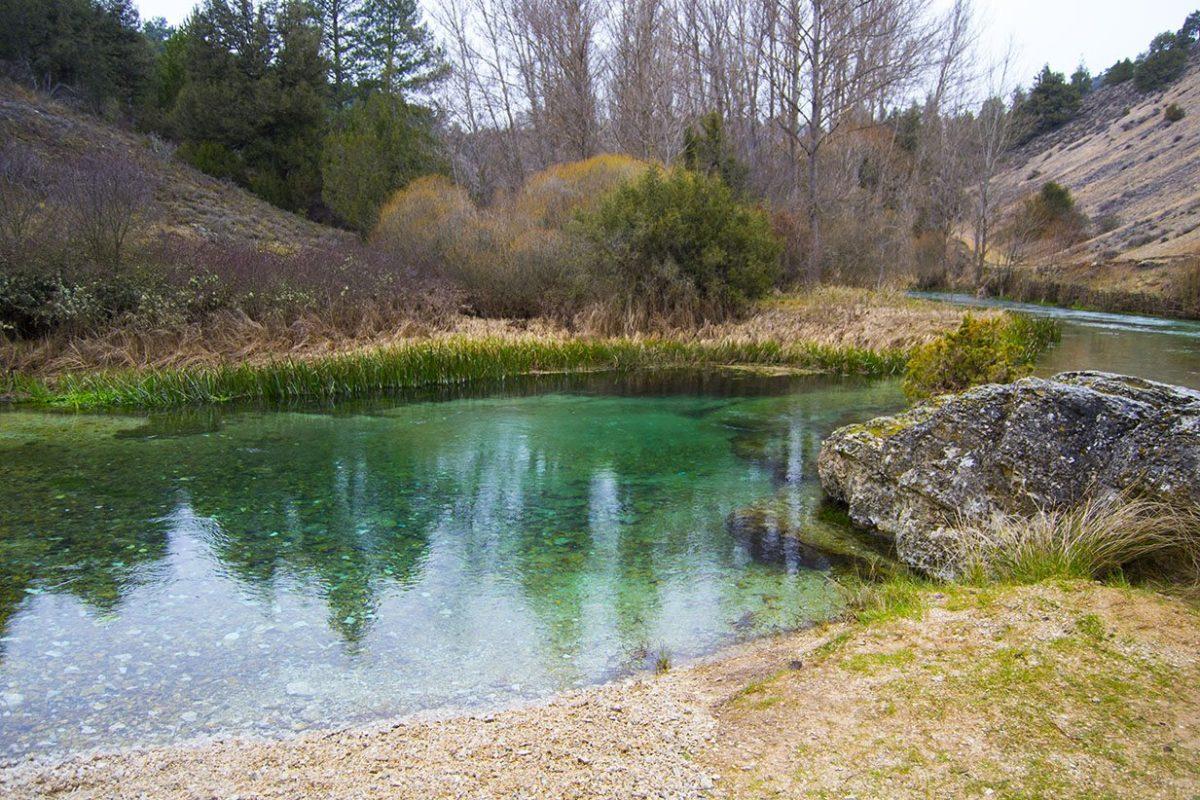 Río de aguas cristalinas