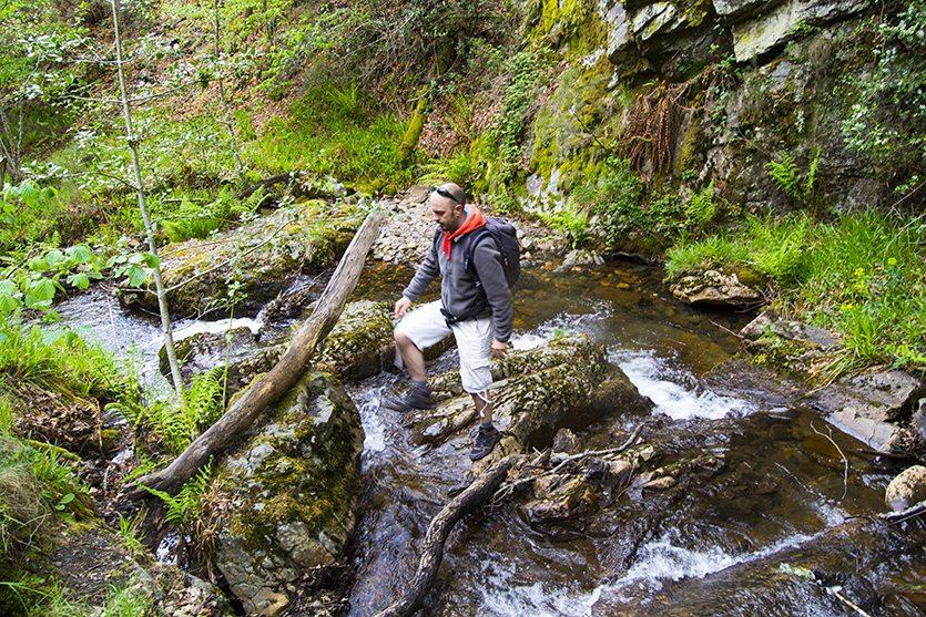 Cruzando el río Noceda