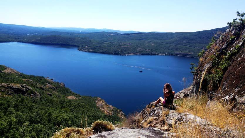 Disfrutando de las vistas de la ruta de la Senda de los Monjes
