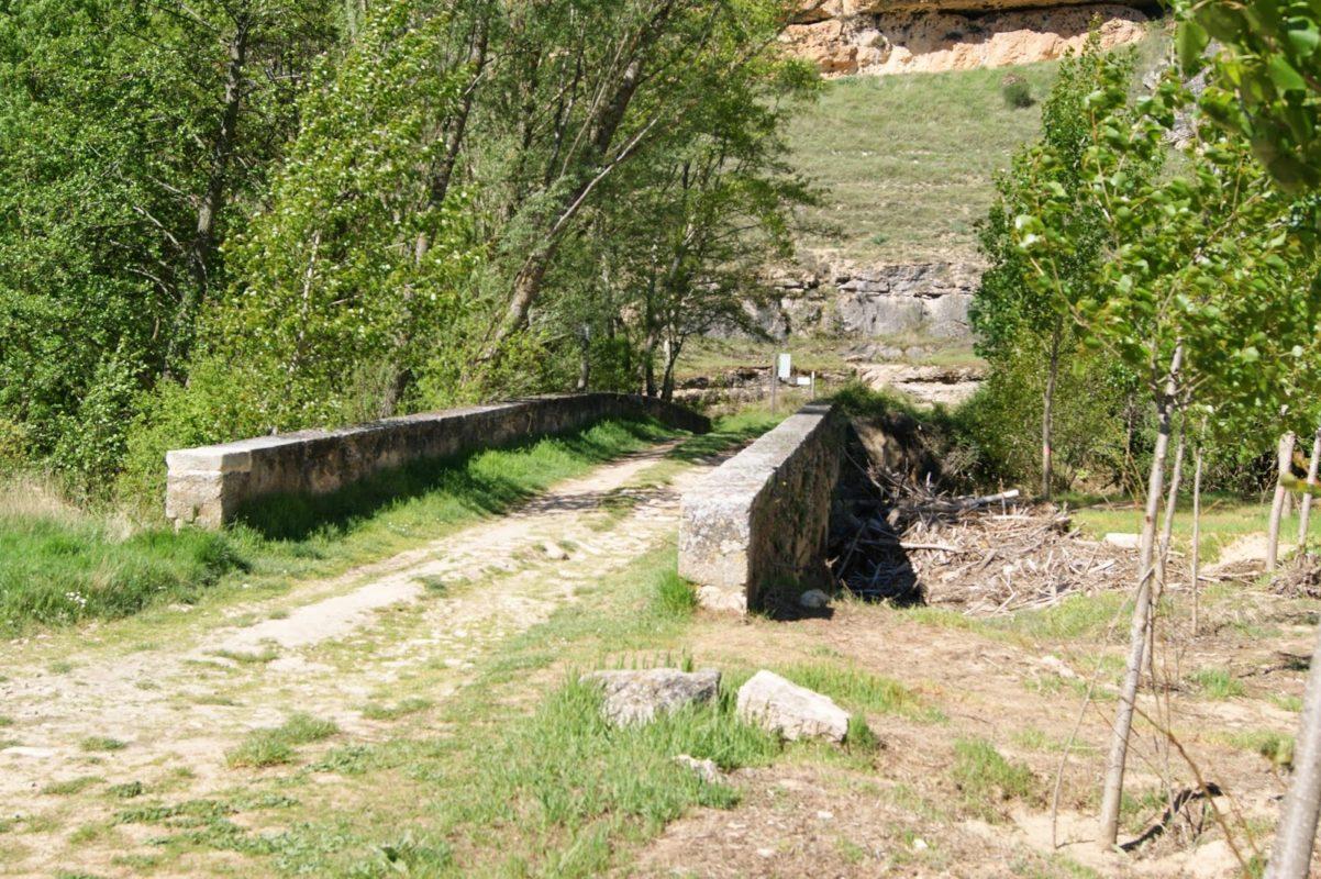 Senda larga puente de los Picazos en Sepúlveda