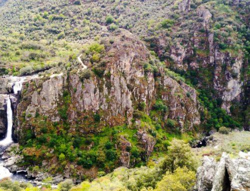 El Pozo de Airón y el Pozo de los Humos desde el Mirador de Pereña