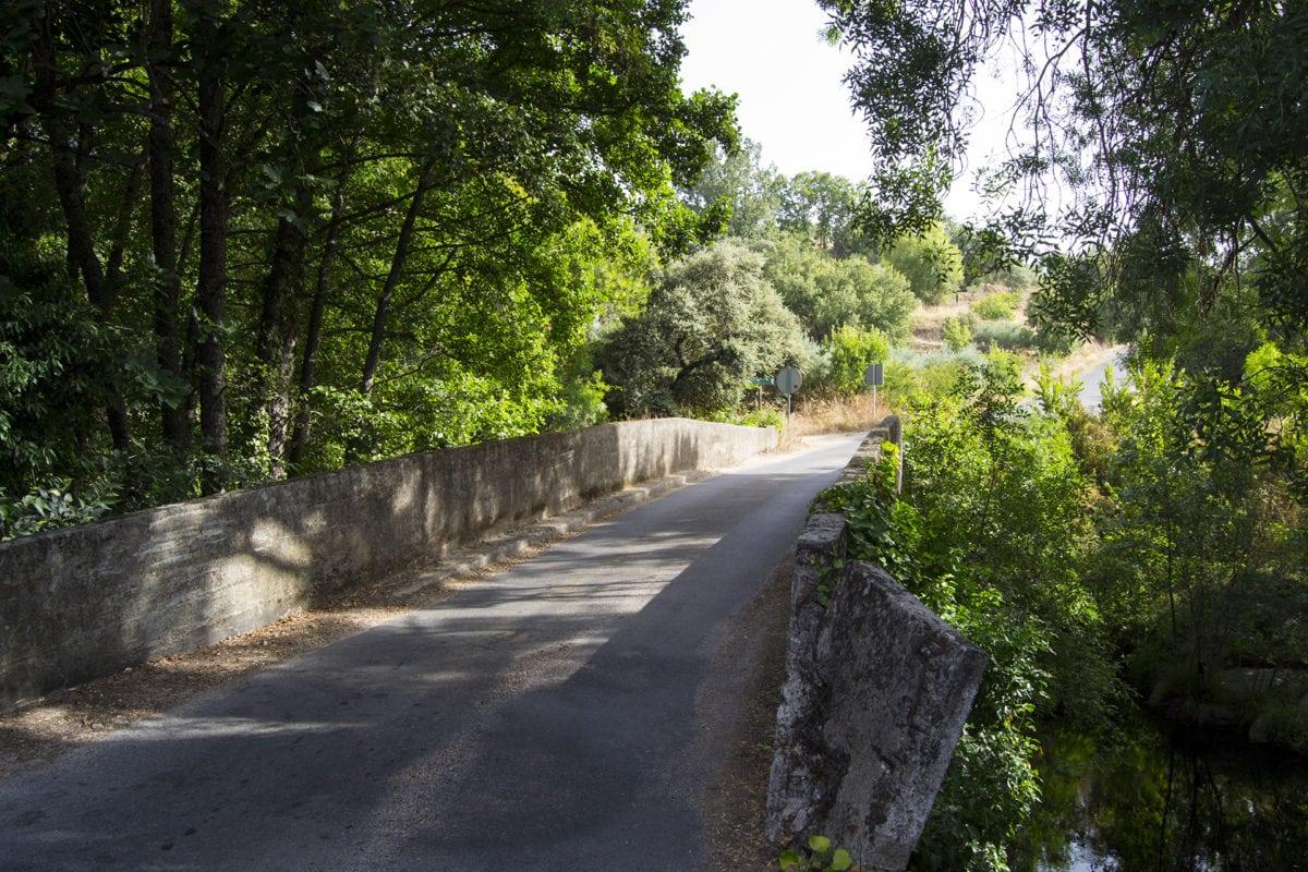 Puente de los Llanos en la Senda de los Pescadores, en Arenas de San Pedro
